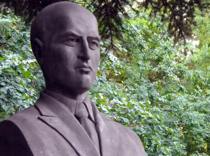 Август Попов