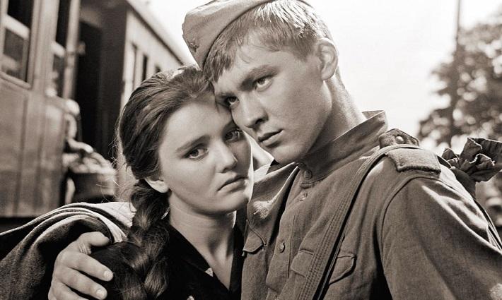 """Кадър от филма """"Балада за войника""""."""